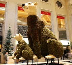 Slideshow: The Palazzo's Poinsettia Polar Bears